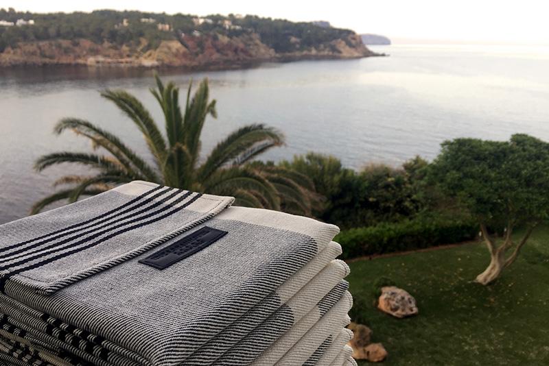 photobook by Juan Barte titled Ibiza blanco desnudo naked white